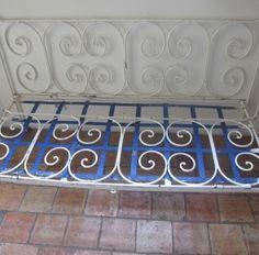 banquette bacchus ancien lit en fer forg gris fonc avec. Black Bedroom Furniture Sets. Home Design Ideas