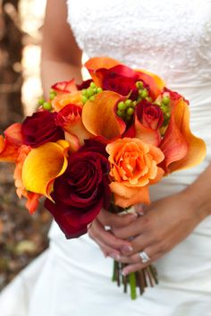 I love that this boquet is simple, and that it reflects the color of Autumn leaves.