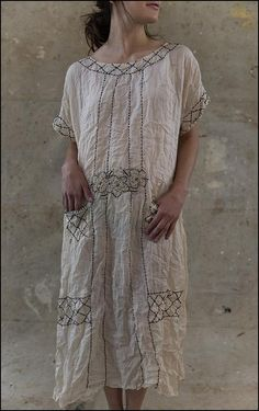 dress Ramie Camellia in French Vanilla by Magnolia Pearl at boho-chic clothing Ropa Shabby Chic, Boho Chic, Bohemian Style, Altered Couture, Slow Fashion, Boho Fashion, Vintage Fashion, Mode Boho, Romantic Outfit