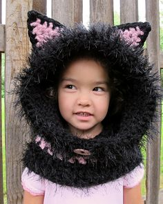 Ravelry: 5,5€. The Cat's Meow - Hood & Cowl pattern by Marken of The Hat & I.