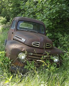 Old, rusted 1948 Ford pickup truck lies in Melville's Rapair yard along side just over Tye River bridge, Nelson county, Virginia Old Pickup Trucks, Old Ford Trucks, Farm Trucks, Antique Trucks, Vintage Trucks, Antique Cars, Mustang, Trains, Automobile