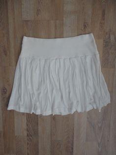 Pollera de algodón tableada blanca con elastico en la cintura #lupe #ModaSustentable. Compra esta prenda en www.saveweb.com.ar!