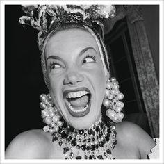 Carmen Miranda, a Pequena Notável, em um dos retratos icônicos feitos por Manzon (década de 1940). Foto: Cortesia/Fass Galeria/Acervo Jean Manzon