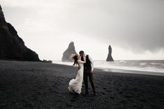 22 Phenomenal - Exceptional Wedding Photography Ideas : Rapturous grayscale photography of groom and bride kissing on beach Wedding Videos, Wedding Tips, Wedding Photos, Wedding Planning, Wedding Blog, Perfect Wedding, Dream Wedding, Wedding Day, Wedding Ceremony