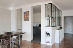 Voici une sélection variée de cuisines verrière pour transformer votre pièce en un espace fonctionnel et lumineux.