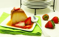 Flan de Guayaba y Queso - Guava and Cheese Flan Sweet Desserts, No Bake Desserts, Delicious Desserts, Dessert Recipes, Yummy Food, Cheese Flan Recipe, Cream Cheese Flan, Mexican Dishes, Mexican Food Recipes