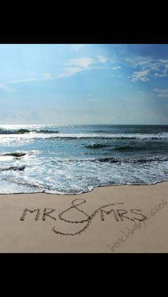 Mr&mrs sand writing for beach wedding