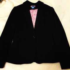 EUC Lilly blazer Only worn a few times and dry cleaned Lilly Pulitzer Jackets & Coats Blazers