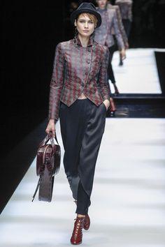 Giorgio Armani Fall 2017 Ready-to-Wear Fashion Show - Tonia Molyavko