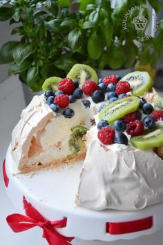 Mini Pavlova, Meringue Pavlova, Sweet Recipes, Cake Recipes, Aussie Food, Puppy Cake, Cake Art, Yummy Cakes, Sweet Tooth