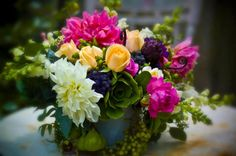 Love the mix of dahlias and succulents.  TEXTURE ♥✫✫❤️ *•. ❁.•*❥●♆● ❁ ڿڰۣ❁ La-la-la Bonne vie ♡❃∘✤ ॐ♥⭐▾๑ ♡༺✿ ♡·✳︎·❀‿ ❀♥❃ ~*~ FR May 13th, 2016 ✨ ✤ॐ ✧⚜✧ ❦♥⭐♢∘❃♦♡❊ ~*~ Have a Nice Day ❊ღ༺ ✿♡♥♫~*~ ♪ ♥❁●♆●✫✫ ஜℓvஜ