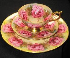 Šálek na čaj trio • žlutý porcelán s malovanými růžemi, Aynsley
