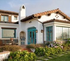 40 Spanish Style Exterior Paint Colors You Will Love – ROUNDECOR Spanish style exterior paint colors 07 Best Exterior Paint, Stucco Exterior, Stucco Homes, Exterior Paint Colors For House, Paint Colors For Home, Exterior Design, Exterior Homes, Spanish Style Decor, Spanish Style Homes