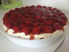 Bage-bloggen: Jordbærtærte med nøddebund