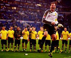 Roman Weidenfeller celebrating, the rest of Borussia Dortmund watching