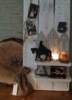 Warm welkom voor Sinterklaas. Sint uitgezaagd uit dun MDF, met staf van dik ijzerdraad en teugels van dun wikkelijzerdraad. De 5 gezaagd uit dik MDF. Dit gaat makkelijker met een dun decoupeerzaagje  voor figuurzagen.