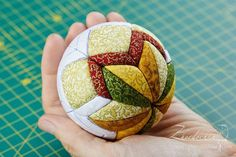 """In perch: The joint project """"Balls kimekomi"""". Shar second / Kimekomi ball tutorial 2 Diy Quilted Christmas Ornaments, Folded Fabric Ornaments, Christmas Fabric, Primitive Christmas, Diy Christmas Ornaments, Felt Christmas, Christmas Tree Decorations, Yule Crafts, Holiday Crafts"""