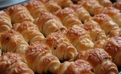 Vynikající sýrové croissanty | NejRecept.cz Czech Recipes, Ethnic Recipes, Easy Dinner Recipes, Sausage, Food And Drink, Cooking Recipes, Pizza, Bread, Homemade