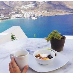 It's #BreakfastWanderlust Thursday sharing some of my (and yours!) fave brekkies around the globe. This one is by my sister from another mister @abbinutritionyoga who's leading a yoga retreat in Amorgos, Greece RN  @breakfastwanderlust