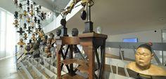 Nouveauté du musée de l'Homme version 2015, cette rampe de bustes en cire réalisés au XIXe siècle par des anthropologues témoigne à la fois de l'unité et de la diversité du genre humain. ©J.-C. DOMENECH/MNHN