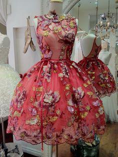 #50s #floral #dress #1950s #partydress #vintage #retro #sundress #floralprint #petticoat #embroidery #fashion