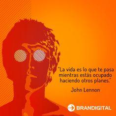 """La vida es loq ue te pasa mientras estas ocupado haciendo otros planes"" John Lennon"