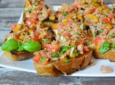 With tuna you can conjure up so many delicious recipes – how about a tuna bruschetta? Goes quickly and tastes great! With tuna you can conjure up so many delicious recipes – how about a tuna bruschetta? Goes quickly and tastes great! Avocado Dessert, Fish Recipes, Asian Recipes, Ethnic Recipes, Healthy Snacks, Healthy Recipes, Snack Recipes, Delicious Recipes, Easy Smoothie Recipes