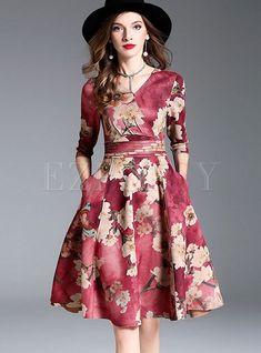 Shop Floral Print V-neck Gathered Waist Skater Dress at EZPOPSY. Dress Outfits, Casual Dresses, Short Dresses, Fashion Dresses, Pretty Dresses, Beautiful Dresses, Looks Kate Middleton, Wedding Outfits For Women, Wedding Dresses