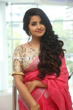 Anupama Parameswaran In Red Saree Photos In Cute Blouse View - Indian Actress Hot