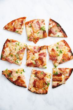 Bacon and pizza. name a better duo. Low-carb and keto friendly Pizza Recipes, Keto Recipes, Healthy Recipes, Healthy Food, Pizza Style, Bacon Pizza, Cauliflower Crust Pizza, Everything Bagel