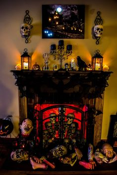 Need ideas to decorate your Halloween Mantel? Here are best Halloween Mantel Decorating Ideas that will give your Halloweeen decoration a new dimension. Halloween Prop, Halloween Home Decor, Diy Halloween Decorations, Holidays Halloween, Halloween Crafts, Halloween 2019, Halloween Bathroom, Halloween Costumes, Halloween Queen
