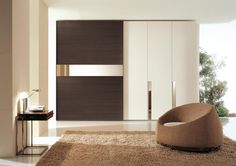 ANTA STRIP+PIANA - Wardrobe composed  by sliding door STRIP and hinged door PIANA with built-in handle. Sliding door in grey oak Handle profile integrated and mirror bar. Hinged door are INVERNO lacquered and they have handle mirror lined up with the lateral socket. Sliding door with stoppers both in closure and opening. - http://www.fimarmobili.com