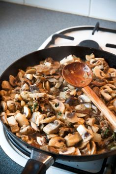 The perfect side dish:  Vegan Garlic Mushrooms