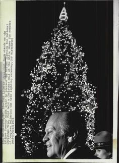 1974 Pres. Ford in front of White House Christmas Tree Wire Photo   eBay