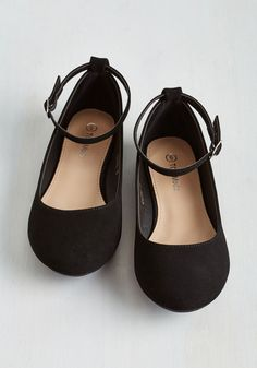 Here to Staple Flat in Black. Once these mega-versatile flats find their way into your wardrobe, youll be pairing them with seemingly endless ensembles! Source by finilain flats Cute Flats, Cute Shoes, Me Too Shoes, Black Flats Shoes, Shoes Heels, Women's Flats, Red Flat Shoes, Sandals, Work Flats