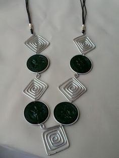 nespressart bijoux: collana e orecchini con rombi di alluminio e cialde nere