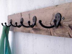 Make your Own Coat Rack #diy #crafts http://crunchyfrugalista.com/diy-coat-rack/