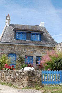 Ocean's side Cottage,Bretagne,France. I couldn't imagine.... Wonderful