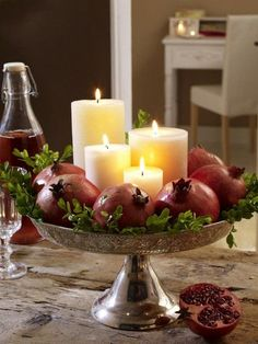 6 herbstliche Dekoideen mit Granatäpfeln Pomegranates are not only super health. - Božićne herbstliche Dekoideen mit Granatäpfeln Pomegranates are not only super healthy, you can also decorate great with them. Here are 6 simple craft id Candle Centerpieces, Candles, Simple Centerpieces, Wedding Centerpieces, Christmas Home, Christmas Crafts, Seasonal Decor, Holiday Decor, Family Holiday