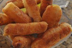 Tequeños 100% venezolanos, ideales para fiestas o como aperitivos -->  Typical Venezuelan appetizers, made with cheese sticks, wrapped in dough and then fried.  Delicious!!!