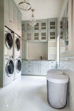 Laundry room House of Turquoise: Tracy Hardenburg Designs Home Design, Luxury Interior Design, Design Ideas, Design Inspiration, Interior Ideas, Diy Design, Mudroom Laundry Room, Laundry Room Design, Laundry Baskets