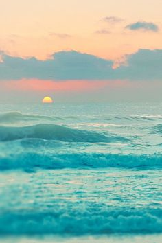 Pastel Sunset over the Ocean. What beautiful waves! No Wave, Ocean Sunset, Ocean Waves, Pastel Sunset, Beach Sunrise, Summer Sunset, Sunset Colors, Ocean Deep, The Ocean