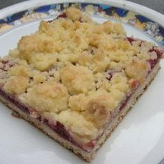 Red groats crumble cuts - Red groats crumble cuts and white .- – Rote-Grütze-Streusel-Schnitten und we… Red Groats Streusel Slices – Red Groats Streusel Slices and other recipes discover on DasKochrezept. Easy Cheesecake Recipes, Cookie Recipes, Desserts Printemps, Recipe D, Spring Desserts, Italian Desserts, Italian Pastries, Food Cakes, Cheeseburgers