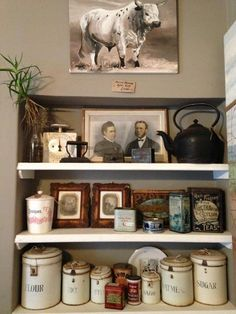 Love the kitchen, old tin photo combo. New Kitchen, Kitchen Ideas, Art Houses, Kitchen Photos, Cafe Interior, Forever, Decor Room, African Style, Breakfast Nook