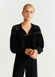 Mango bluse 'brera' in schwarz Loose Jeans, Leather Trench Coat, Printed Blazer, Light Wash Jeans, Mango Fashion, Denim Outfit, Latest Fashion Trends, Blouses For Women, Fashion Online