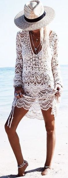 Cute crochet cover ups make such great beach outfits!