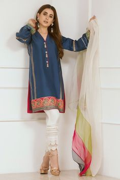 This trend inspiring straight pure raw silk kurta from Annus Abrar. While,beauty of prints and handmade tassels has brought this dress to life. Besides, to add the twist color blocked dupatta is matched. Simple Pakistani Dresses, Pakistani Fashion Casual, Pakistani Wedding Dresses, Pakistani Dress Design, Pakistani Outfits, Indian Outfits, Indian Fashion, Stylish Dresses, Simple Dresses
