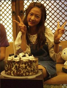 "Kim Sae Ron celebrates her birthday on set of ""High School Love On"""