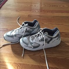 Brooks Hydroflo ST sneakers Retail for over $100Size 9 Brooks sneakers - still in great shape! Brooks Shoes Athletic Shoes