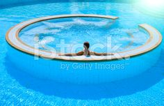 jacuzzi inside middle of pool Swimming Pool Maintenance, Jacuzzi Outdoor, Luxury Pools, Dream Pools, Beautiful Pools, Cool Pools, Pool Houses, Pool Designs, My Dream Home
